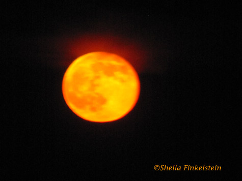 full moon with a slight red glow